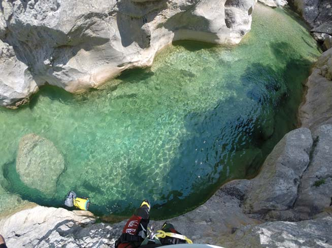 escalade pau via ferrata et cordata canyoning et tyrolienne